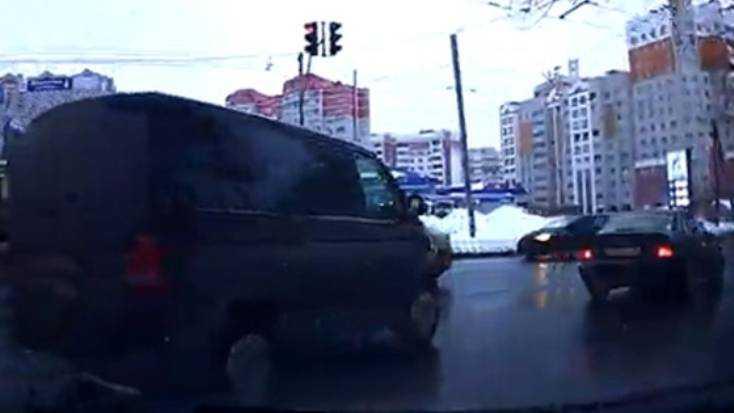 В Брянске водителя микроавтобуса по видео наказали за лихачество