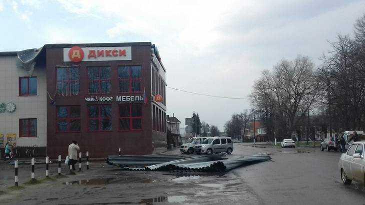 Ураганный ветер в Жуковке натворил немало бед