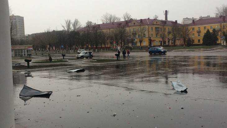 В Брянске во время урагана сорвало крышу Дворца железнодорожников