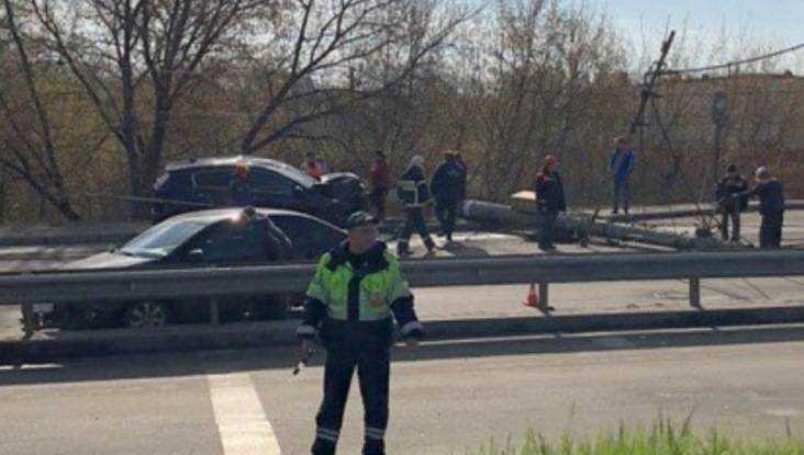 В Брянске у Черного моста после ДТП начали работать аварийные бригады