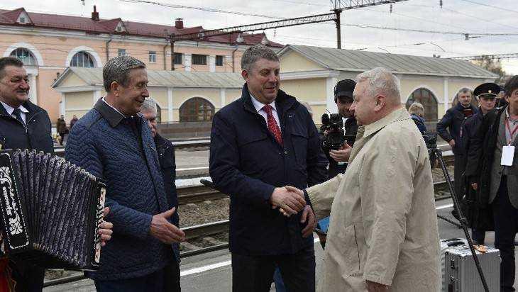 Губернатор Богомаз встретил гостей международного форума Победителей