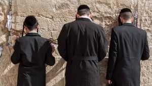 Еврейское кладбище в Стародубе исследует этнографическая экспедиция