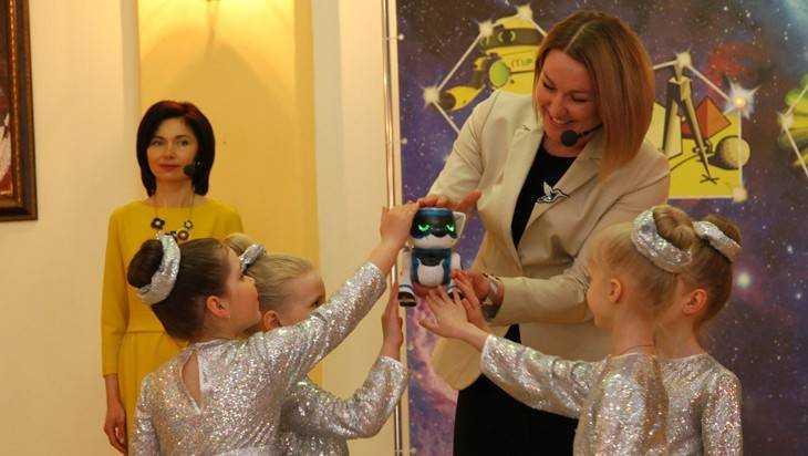 В Брянске наградили победителей конкурса учителей и воспитателей