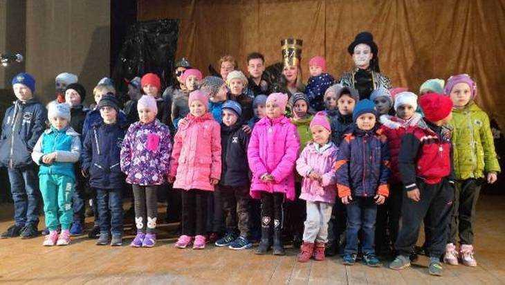 Актеры Брянского ТЮЗа проводят выездные спектакли в районах области