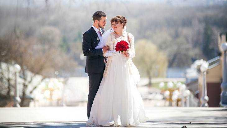 В Брянске провели свадебную фотосессию на лестнице бульвара Гагарина