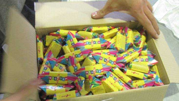 Брянская таможня изъяла у ростовской фирмы 300 кг поддельных конфет