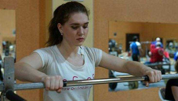 Юная брянская тяжелоатлетка Ирина Чибисова победила в Первенстве России