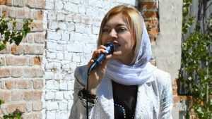 Брянская певица Сергия на Троицу спела у стен 400-летнего храма