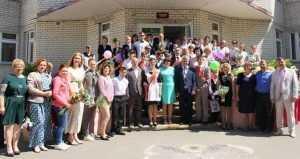 Сотрудники «Брянскэнерго» поздравили воспитанников интерната с окончанием учебы