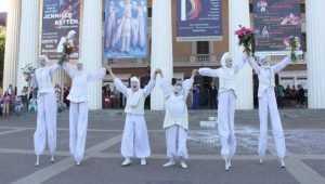 На закрытии театрального фестиваля Брянску подарили «Белые сны»