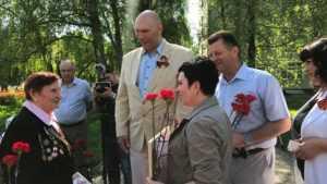 Брянские депутаты Госдумы поздравили ветеранов войны с Днем Победы