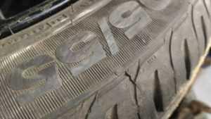 В Брянске борцы за парковку во дворах стали резать шины соседям