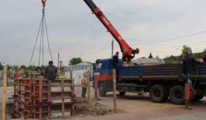 В Брянске стали сооружать постамент для памятника Кириллу и Мефодию