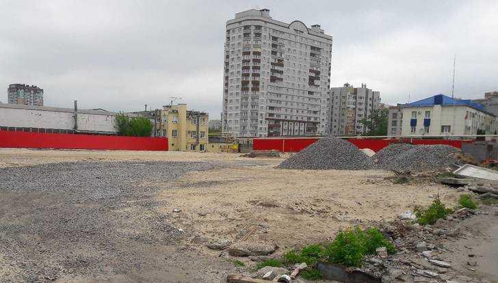 Начато строительство станции техобслуживания и магазина на Советской