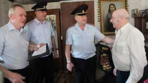 Руководители брянской полиции поздравили 94-летнего ветерана Ивкина