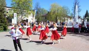 В Унече с песнями и танцами открыли новый фонтан