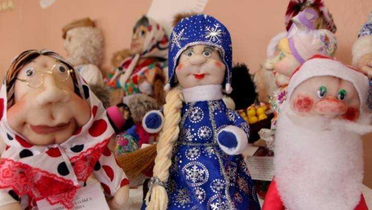 В Клинцах открыли выставку кукол в школе №6