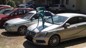 В варварской войне против брянских автомобилистов применили стулья