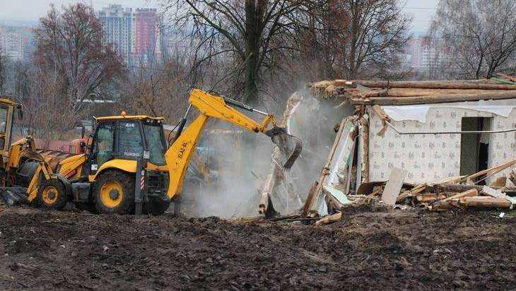 В Брянске начали расширение дороги на Городищенской горке