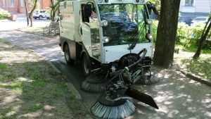 В Брянске сняли видео о работе дорожной машины-пылесоса
