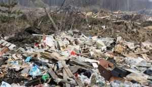 «Жилкомхозсервис» наказали за горы мусора на улицах Севска
