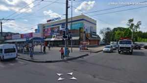 В Брянске у «БУМ-сити» неизвестный водитель сбил пенсионерку и скрылся