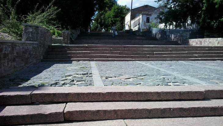 В Брянске объяснили отсутствие пандусов на лестнице бульвара Гагарина