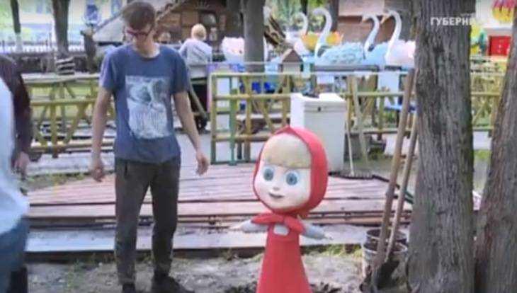 В Брянске в парке «Юность» установили скульптуры Маши и Медведя