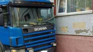 В Брянске тягач врезался в пятиэтажный дом на улице Димитрова