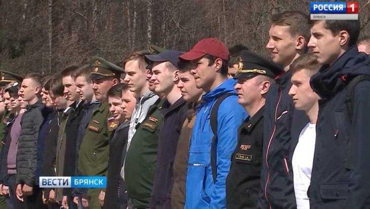 В Брянске на «Партизанской поляне» прошел День призывника