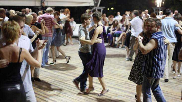 В Новозыбкове День танца отметили ретро-марафоном