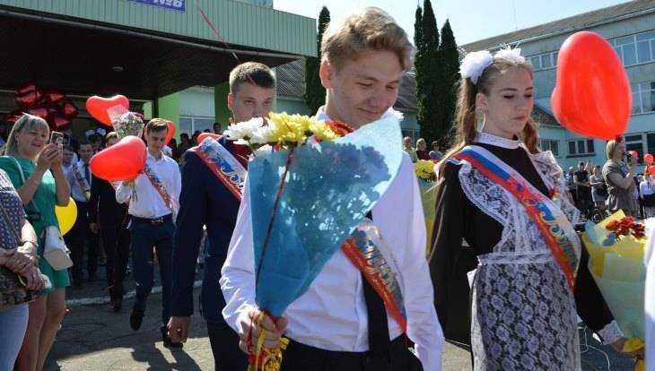 В Брянской области последний звонок прозвенел для 16 тысяч выпускников