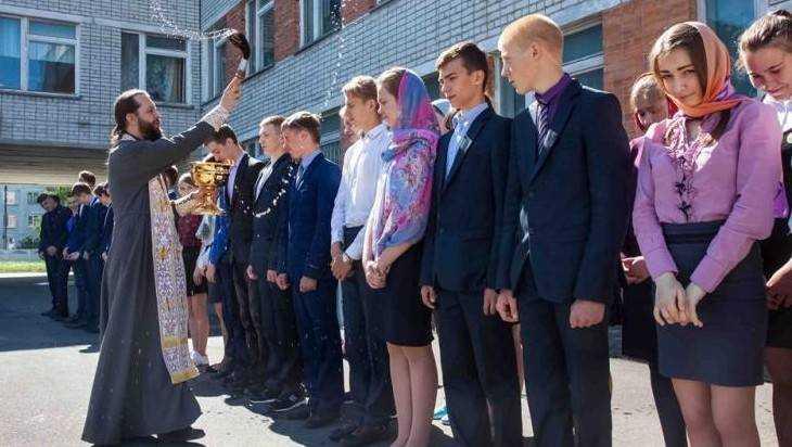 В Дятькове выпускников благословили перед началом экзаменов