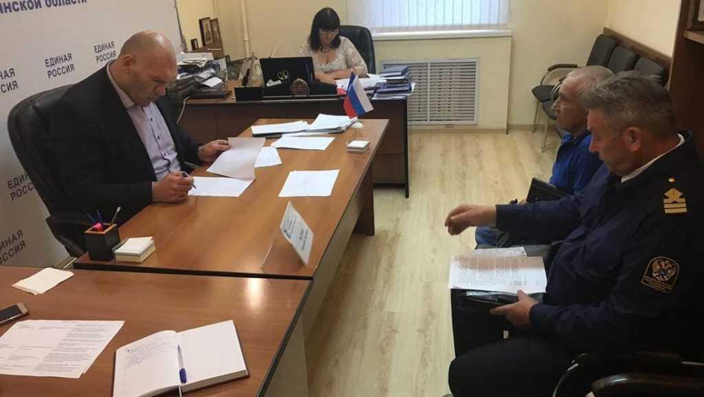 Депутат Госдумы Валуев выслушал брянцев в приемной Медведева