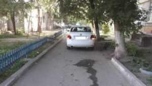 В Брянске Volkswagen сбил 11-летнюю девочку во дворе дома