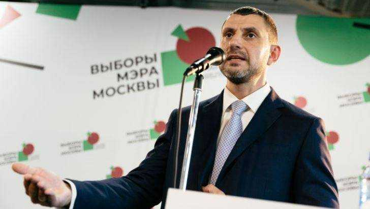 Уроженец Дятькова победил матерого «яблочника» и подарил ему победу