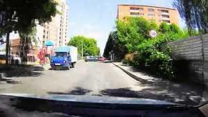 Сразу три автохама едва не спровоцировали аварию в центре Брянска