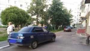 В Брянске неопытный водитель покалечил 12-летнюю девочку во дворе дома