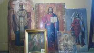 В Клинцах полиция вернула храму пять похищенных икон