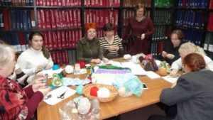 В библиотеке Брянска прошел «День вязания на публике»