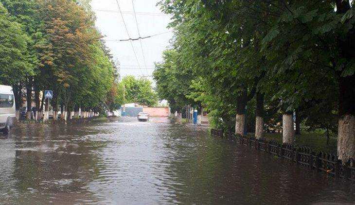В Брянске после ливня в День России ушла под воду Бежица