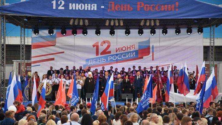 Брянские партийцы провели праздничную акцию «Мы – Россия»