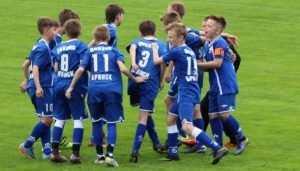 Губернатор Богомаз поддержал юных брянских футболистов