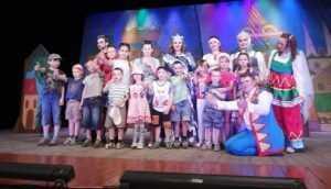 Брянский ТЮЗ подарил волшебную сказку детям из приюта Новозыбкова