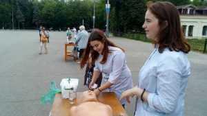 В Брянске горожан медики призвали бросить курить и спасти планету