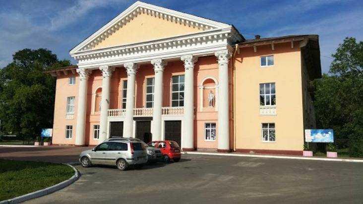 В Брянске назвали виновных в том, что ураган сорвал крышу дома культуры