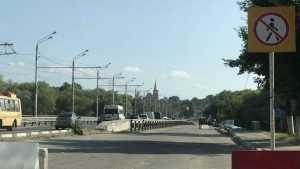 В Брянске на старой части Первомайского моста стали разбирать тротуары