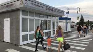 В Брянске со скандалом сносят киоск шаурмы на набережной