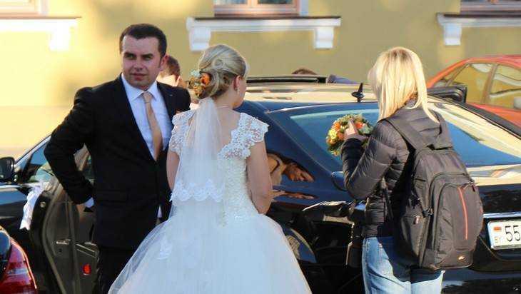 Глава Брянска Хлиманков убережет невест от перелома ног на свадьбах