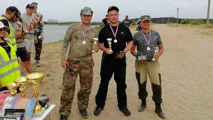 В Брянске прошёл чемпионат по ловле рыбы на спиннинг с берега озера